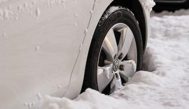 automobil-snijeg